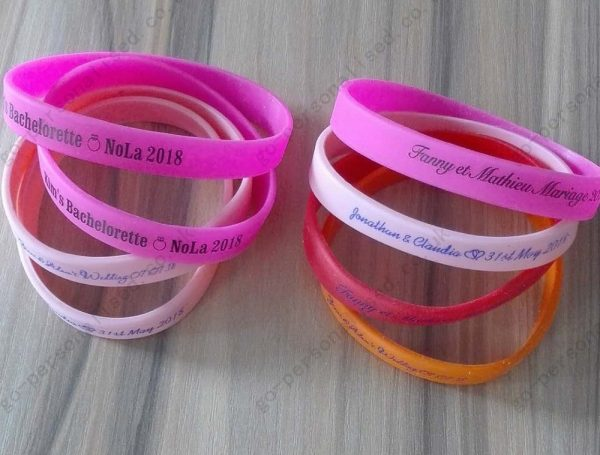 custom-rubber-wristbands-wholesale-uk-with-your-printed-message-sports-concert-gifts-decorations