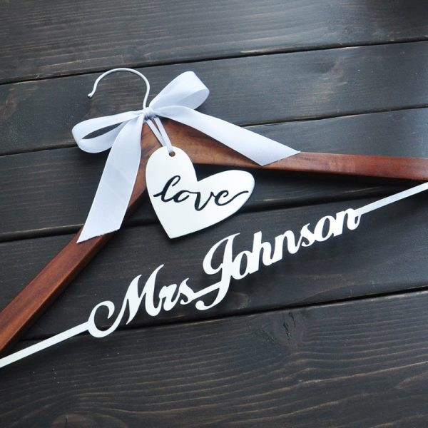 Personalized-Wedding-Hanger-Bride-Bridesmaid-Groom-Name-Hanger-With-Bow-Wedding-Gifts-Bridal-Dress-Hanger-3-1