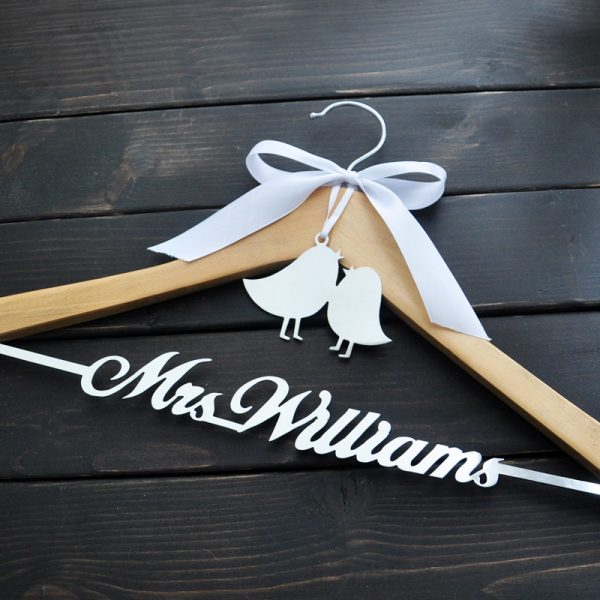 Personalized-Wedding-Hanger-Bride-Bridesmaid-Groom-Name-Hanger-With-Bow-Wedding-Gifts-Bridal-Dress-Hanger-3-2