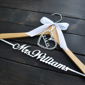Engraved Hanger Bride Bridesmaid Groom Name Hanger With Bow Wedding Gifts Bridal Dress Hanger 3 Style cheap favors