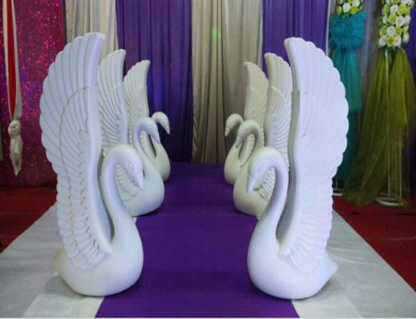 2pcs-lot-Romantic-White-Swan-Plastic-Roman-Column-Wedding-Welcome-Area-Decoration-Photo-Booth-Props-Supplies-1