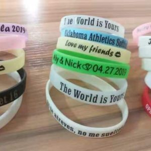Bulk personalized silicone wristbands best corporate gifts 2020 gifts for good company